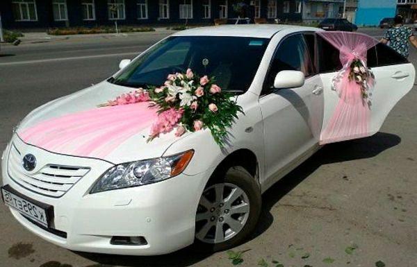 Décoration de voiture de mariage : Comment personnaliser votre carrosse?
