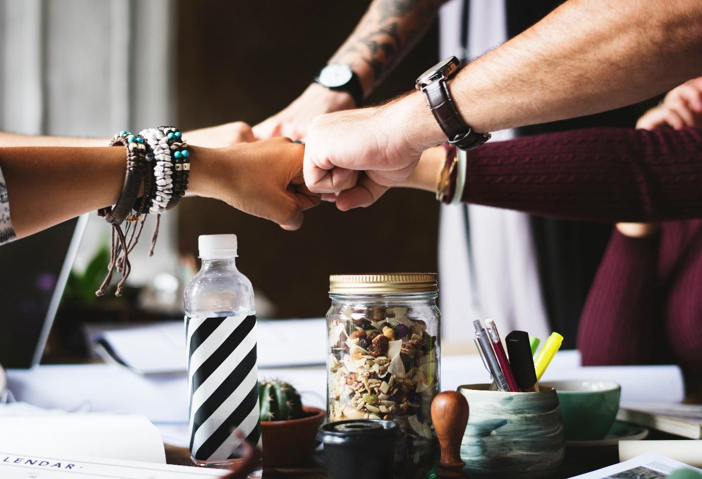 Comment partager des moments conviviaux avec ses collègues de travail?