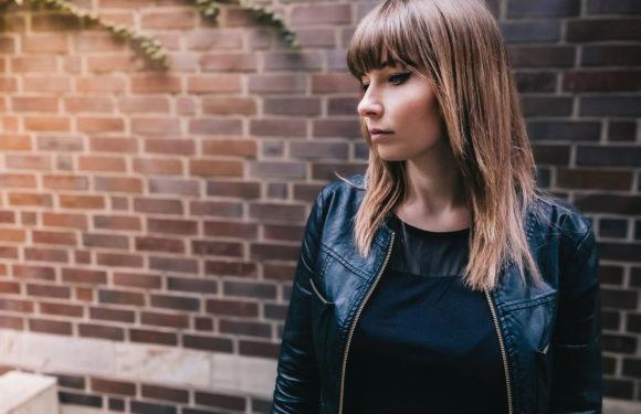 11 meilleures tenues de veste en cuir pour les femmes